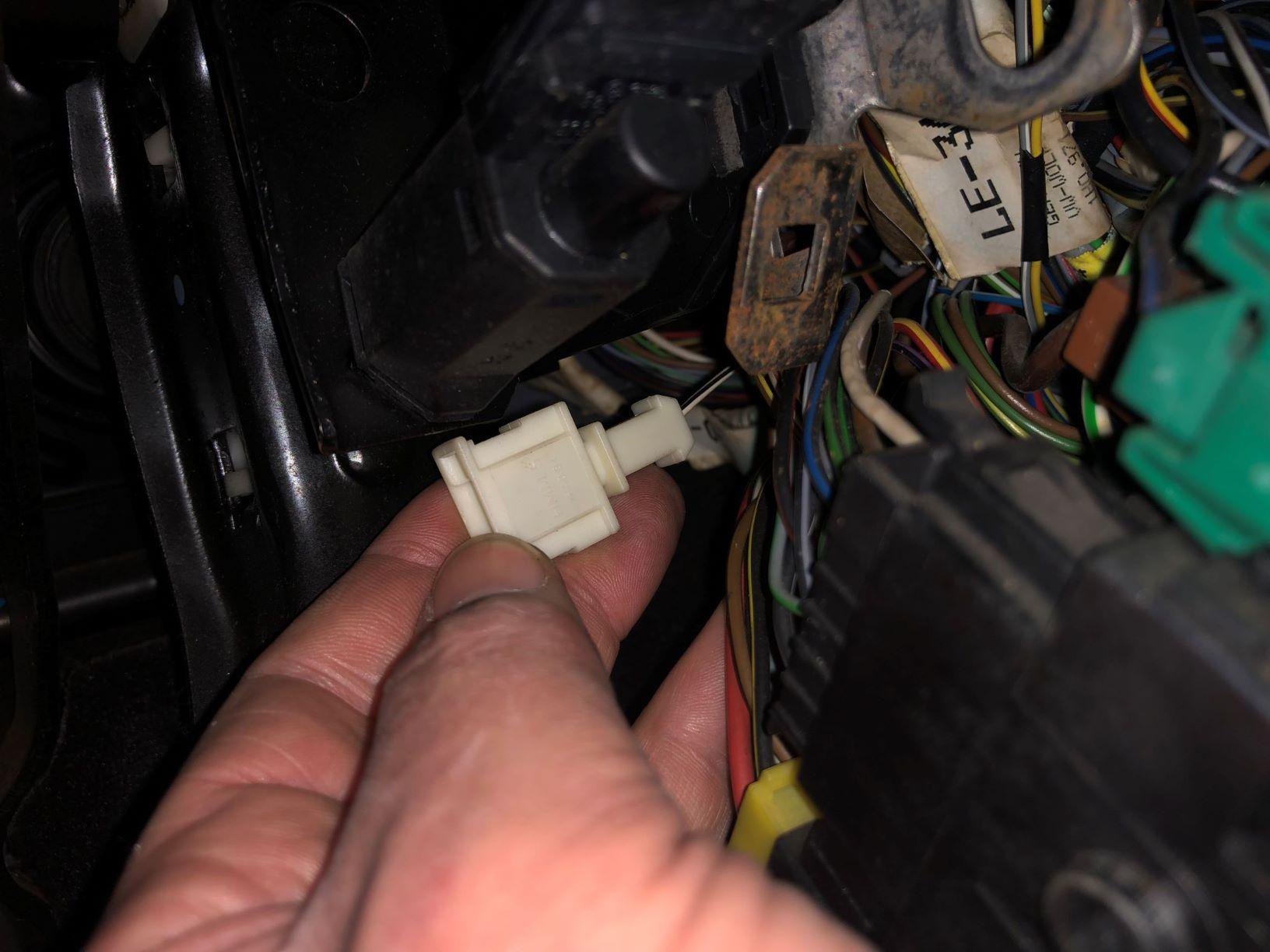 VWVortex.com - Few plugs unplugged behind fuse box - Golf VR6 1993Forums (VWvortex)